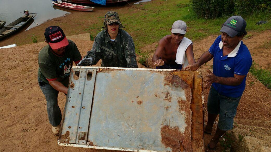 moradores-dao-exemplo-e-limpam-as-margens-do-rio-guapore-em-costa-marques