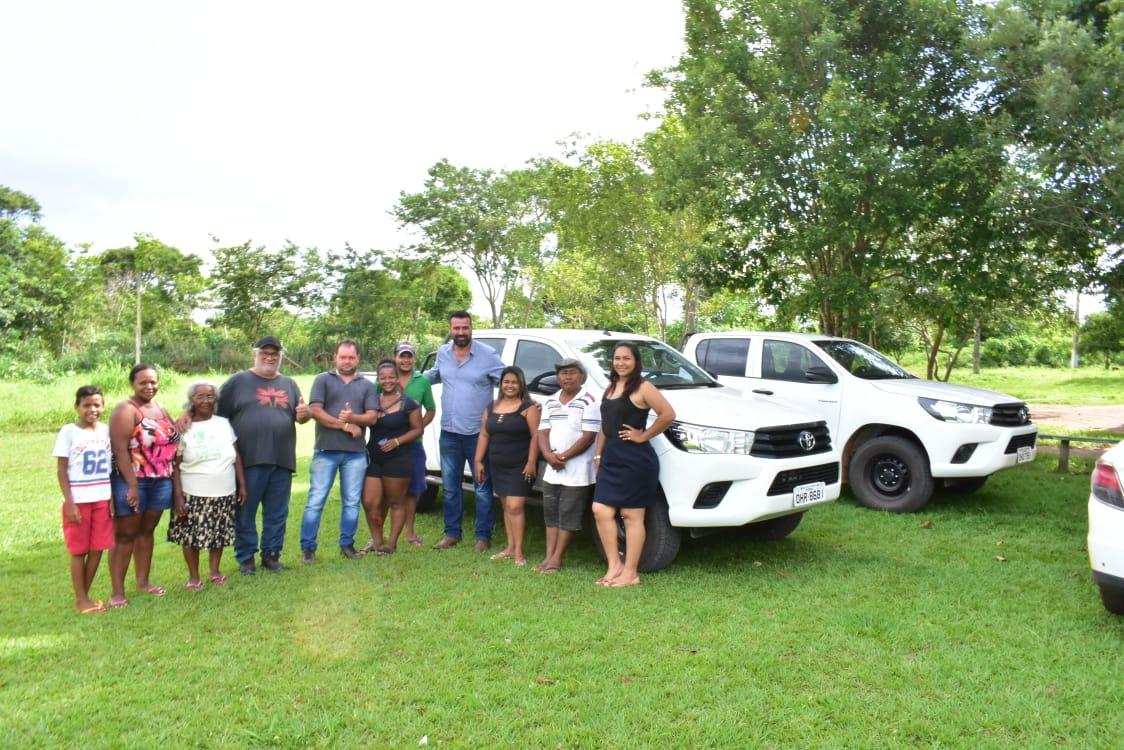 Mirandão faz visita às comunidades quilombolas do município de Costa Marques/RO e realiza entrega simbólica das duas caminhonetas Hillux 0km enviadas pelo Governador Marcos Rocha às populações tradicionais.