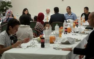 papa-almoca-com-refugiados-sirios-no-vaticano